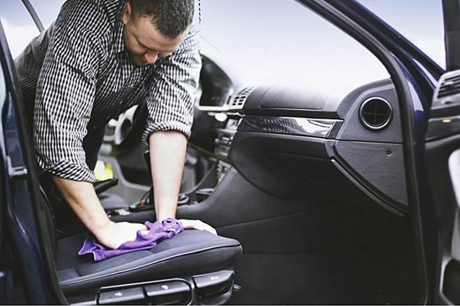 8 mẹo vệ sinh nội thất ô tô đơn giản và nhanh gọn để đón Tết