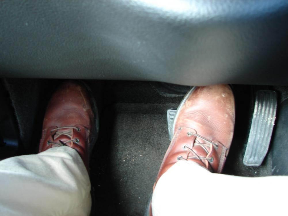 Nguyên nhân và cách khắc phục tình trạng đạp nhầm chân ga khi phanh