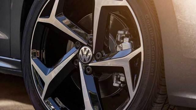 Volkswagen nhá hàng Passat cạnh tranh Toyota Camry ra mắt tuần tới, cam kết trung thành với sedan